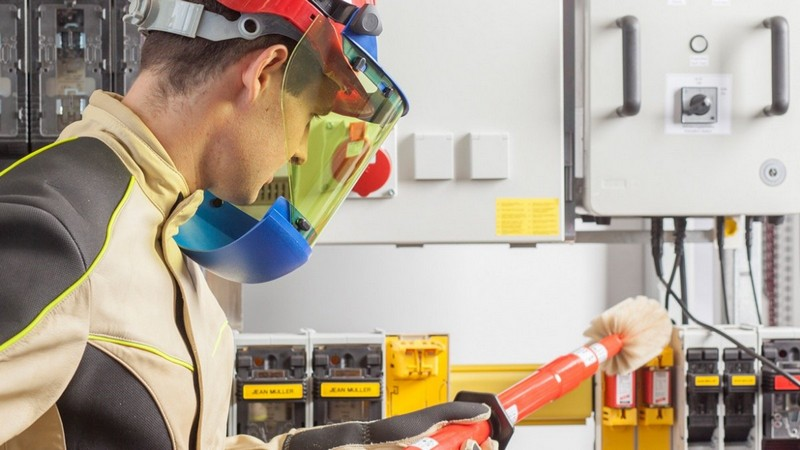 Электробезопасность обучение и тест может ли производитель работ иметь группу 3 по электробезопасности